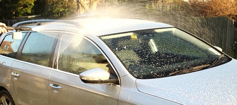 Autómosás magasnyomású mosóval