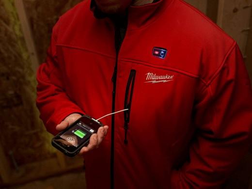 A kabát akár telefont is tölt
