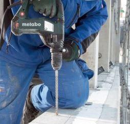 Metabo KHE3250 fúrás beton közben