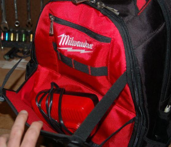 Milwaukee hátizsák töltőhöz